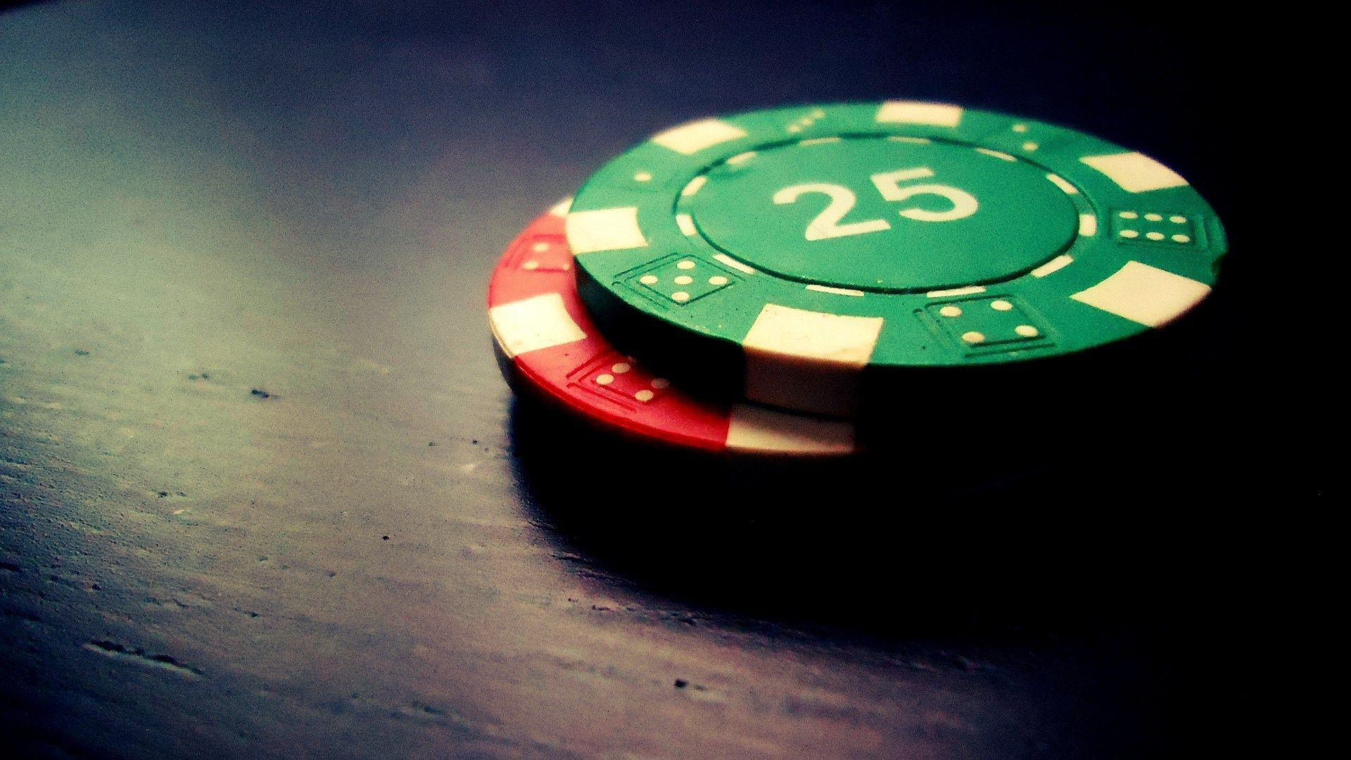 What makes poker games so convenient?