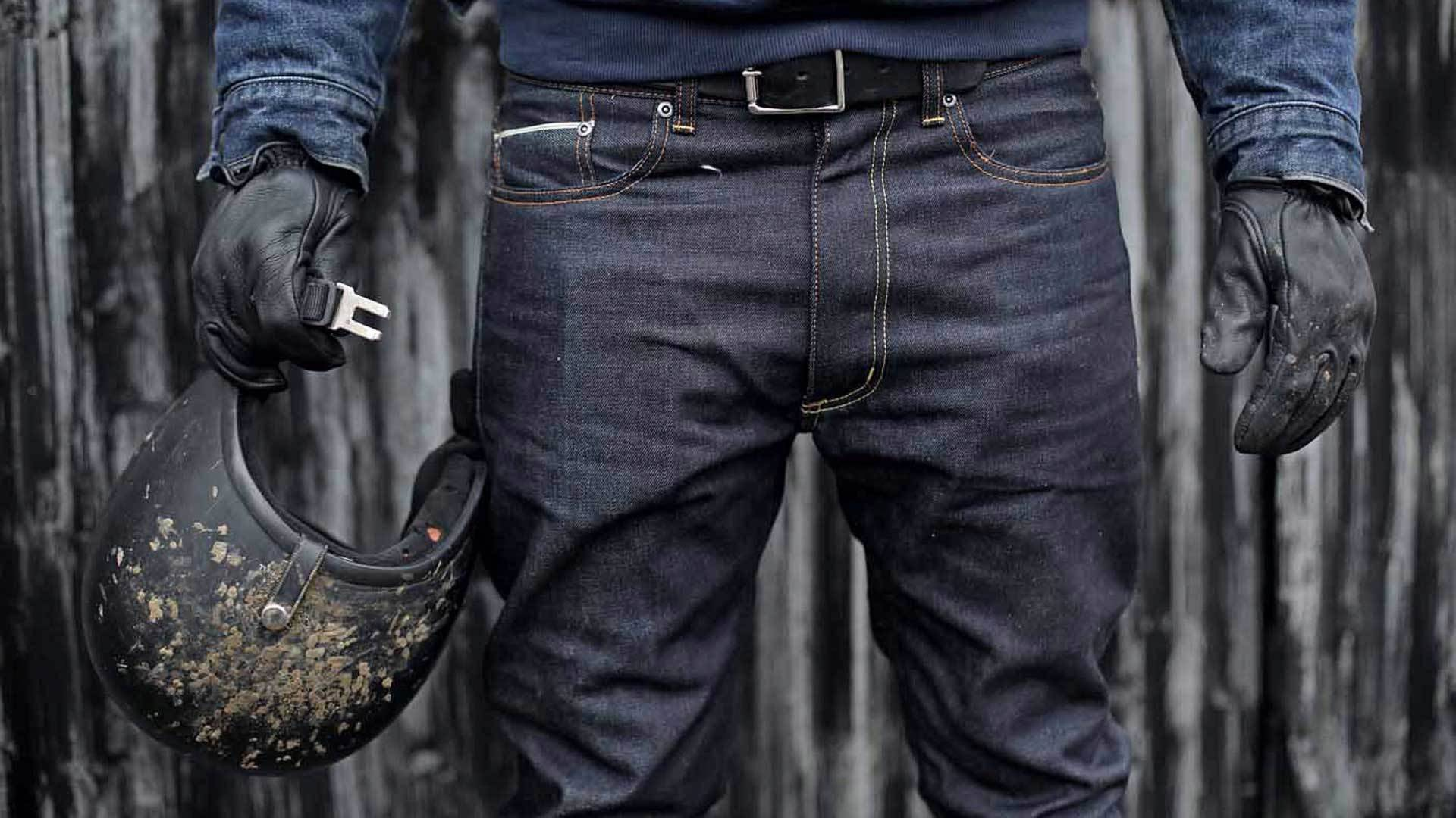Receive greater protection thanks to mens stretch jeans