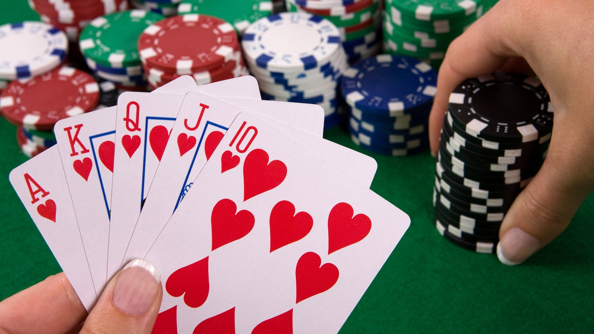 Tips To Help You While Playing Poker Online