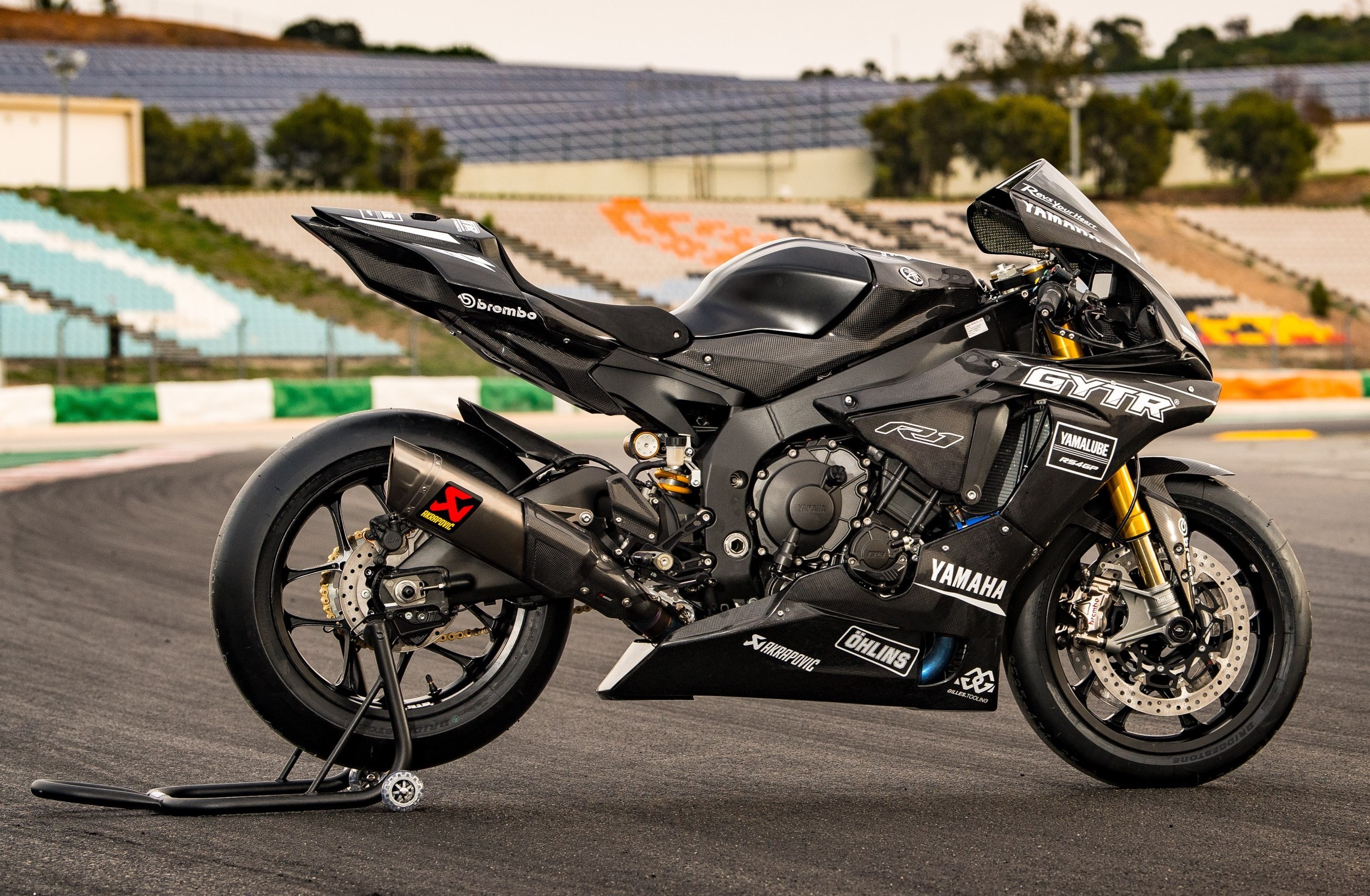 Speed and aesthetics with the yamaha r1 carbon fiber