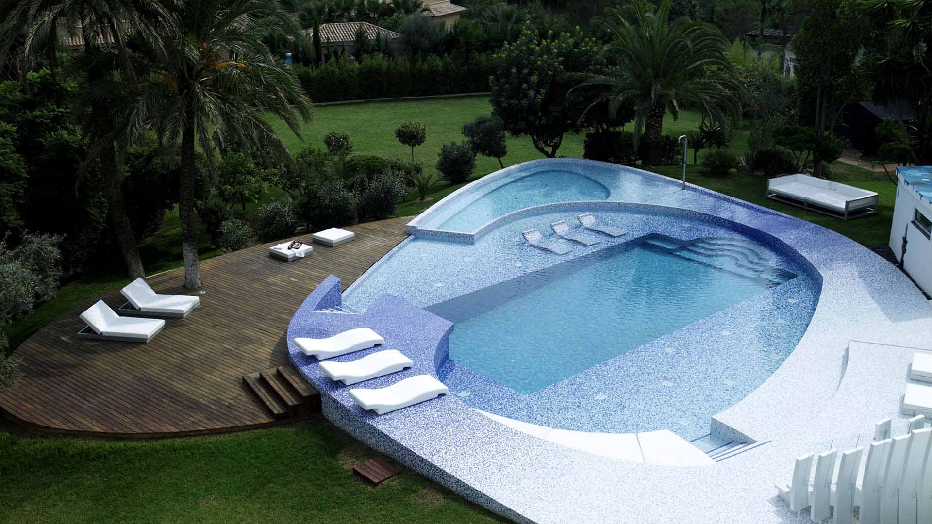 Know More About Pool Builders
