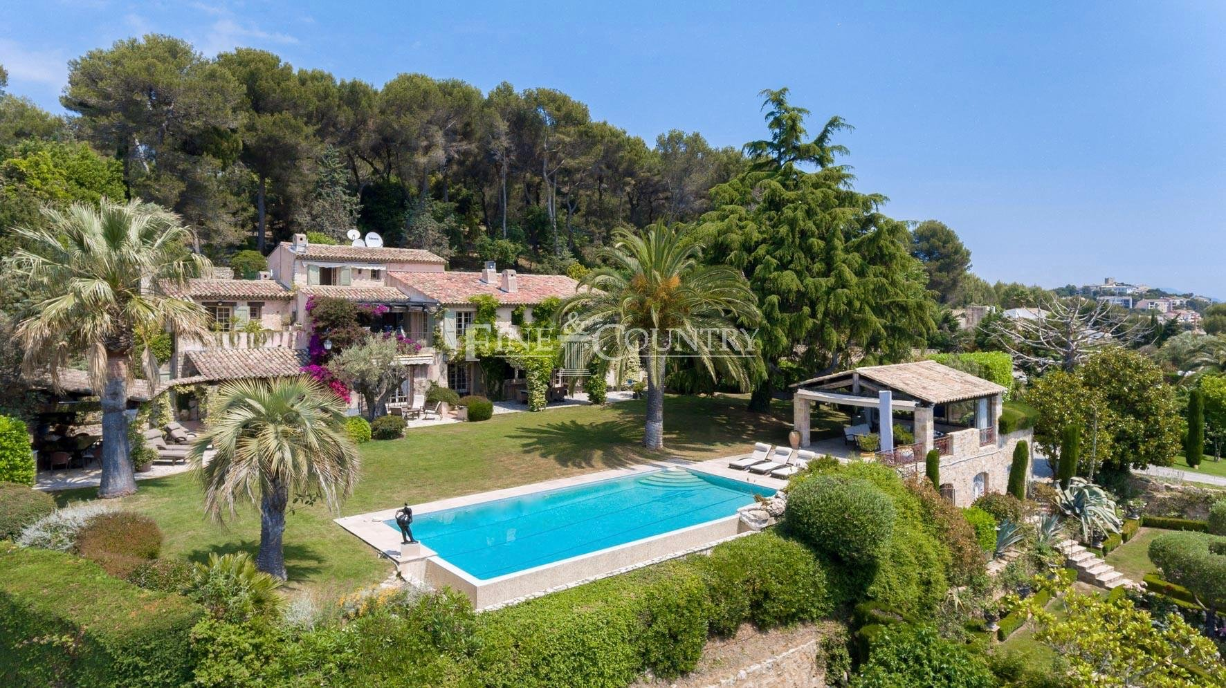 House Available In Cannes